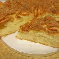 Ciasto drożdżowe z jabłkami – puszyste delikatne i bardzo smaczne – bez wyrabiania