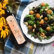 Zdrowa sałatka z owocami i olejem z pestek dyni
