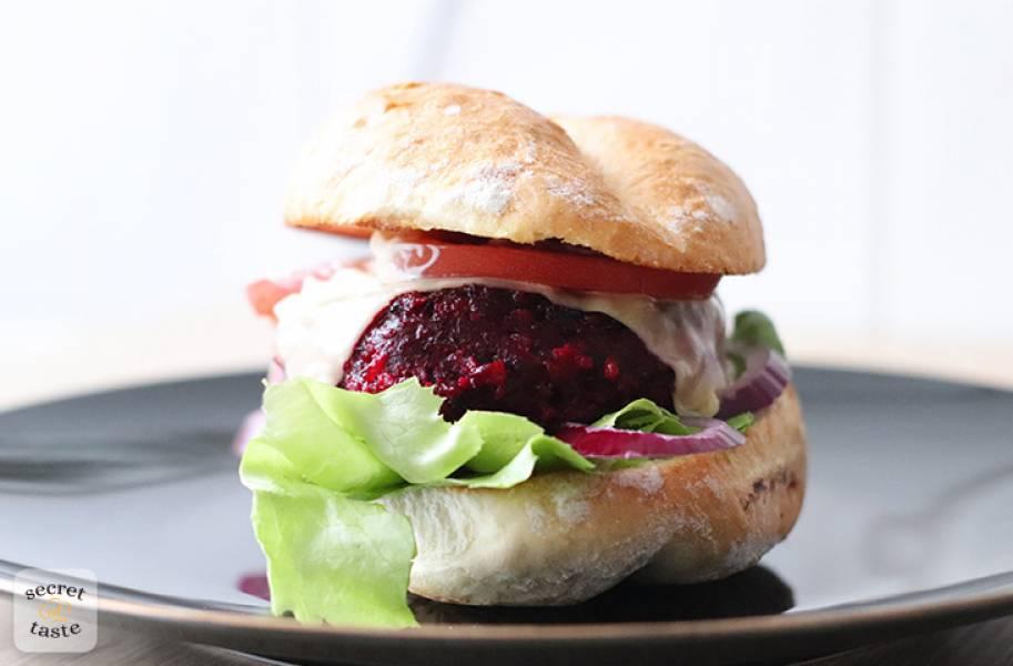 Wegetariańskie burgery z buraków