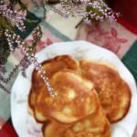 Placki z jabłkami na jogurcie greckim (z proszkiem do pieczenia)
