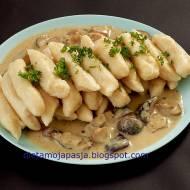 Paluszki ziemniaczane w sosie z borowików