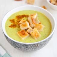 Zupa krem z cukinii z grzankami i szczyptą curry. PRZEPIS
