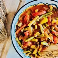 Warzywne ragoûat z fasolką szparagową, pieczarkami i pomidorami