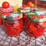 Pomidory suszone w oleju z ziołami na zimę. Domowe przetwory.