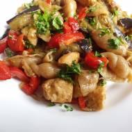 Kurczak z warzywami i makaronem