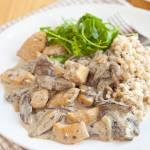 Kurczak w sosie grzybowym. Przepyszny obiad w mniej niż godzinę. PRZEPIS