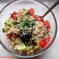 Gruzińska sałatka z pomidorów i ogórka z sosem orzechowym - salati nigvzit