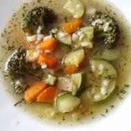 Zupa jarzynowa z brokułem i cukinią