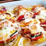 Soczyste filety z kurczaka nadziewane warzywami.