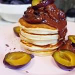 Placuszki z sosem czekoladowo - śliwkowym