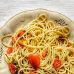 Prosty makaron z pomidorkami