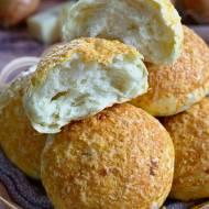 Bułki cebulowe z żółtym serem