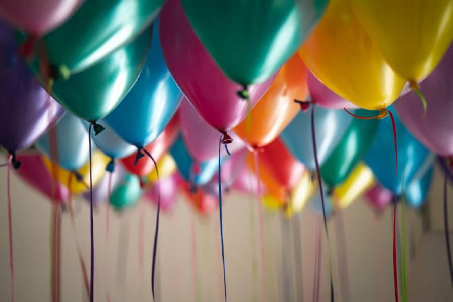 Organizujemy 40-te urodziny. Jak je zaplanować i o czym pamiętać? Przydatne rady i sprawdzone life hacks