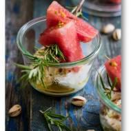 Szaszłyki  z arbuza z serem ricotta i sosem cytrynowo miodowym