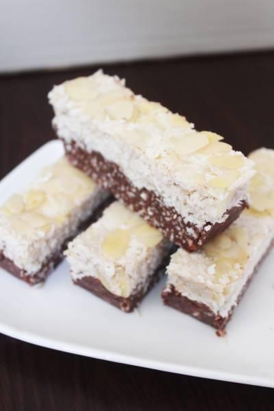 Kokosowe ciasto bez pieczenia z bakaliami (vegan, białkowe)