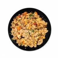Makaron z pieczonymi warzywami i boczniakami
