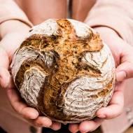 Jak upiec dobry chleb – razowy, pszenny, a może orkiszowy? Trzy przepisy