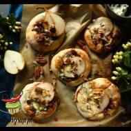 Pizzerinki z karmelizowaną cebulą, gruszką i serem pleśniowym