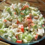 Sałatka z paluszkami surimi i makaronem ryżowym