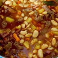 Zupa kowbojska z fasolą i wołowiną
