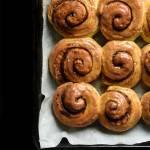 Cinnamon rolls z lukrem cytrynowo-cynamonowym