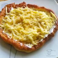 Langosz – tradycyjny węgierski placek z ziemniakami