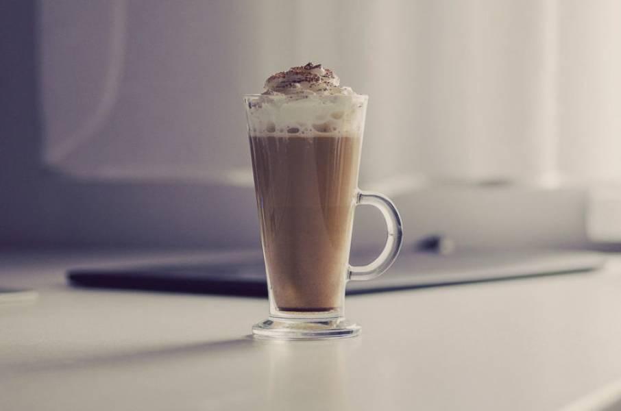 Pumpkin spice latte – kawa z syropem dyniowym