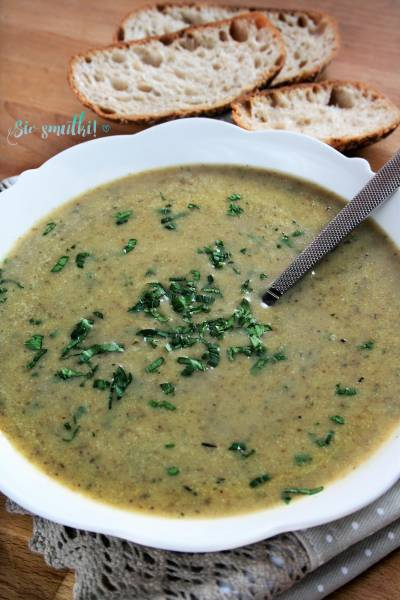 Zupa z cukinii z  suszonymi grzybami