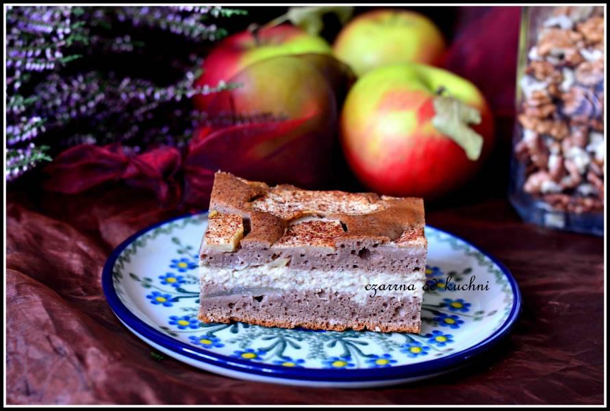 Ciasto czekoladowe z jabłkami i budyniem orzechowym