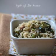 Ryż z zielonymi warzywami i mięsem mielonym...