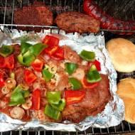 Pierś z warzywami, burgery i kiełba. Ostatnie grillowanie w sezonie.