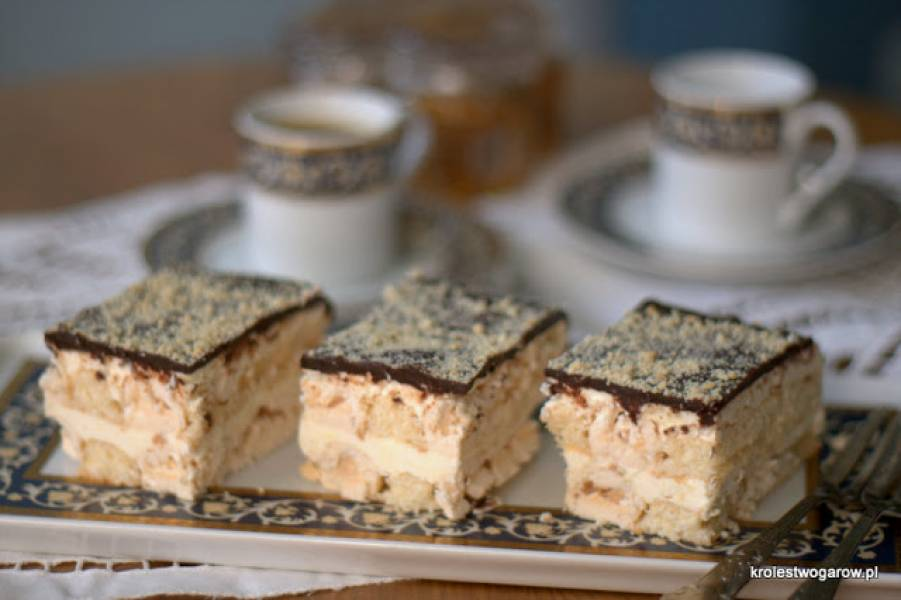 Ciasto bezowo – biszkoptowe