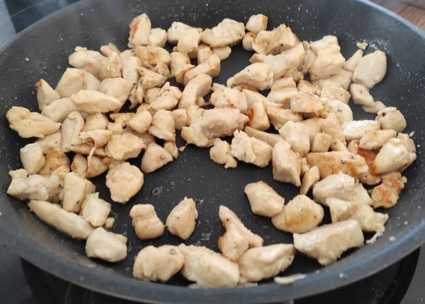 Kurczak z ryżem w sosie własnym