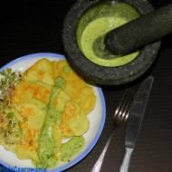Groszkowe placki jaglane z bazyliowym majonezem