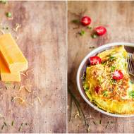 Ziołowy omlet z cheddarem i pomidorkami / Herbal omelette with cheddar and cherry tomatoes