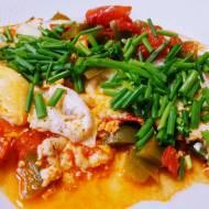 Sadzone jajka na pomidorach i papryce