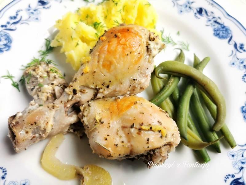 Ziołowe podudzia kurczaka pieczone w maślance