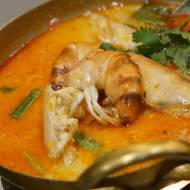 Zupa tajska z czerwoną pastą curry i krewetkami