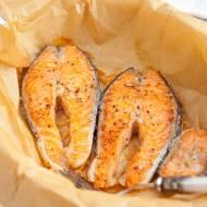 Łosoś pieczony. Prosty przepis na pyszną rybę z piekarnika
