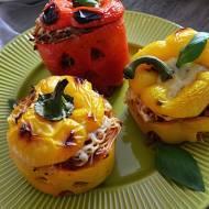 Straszne papryki faszerowane makaronem w sosie warzywno - pomidorowym.
