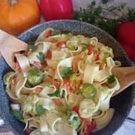 Makaron z warzywami w sosie mascarpone