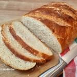 Codzienny chleb z chrupiącą skórką na maślance