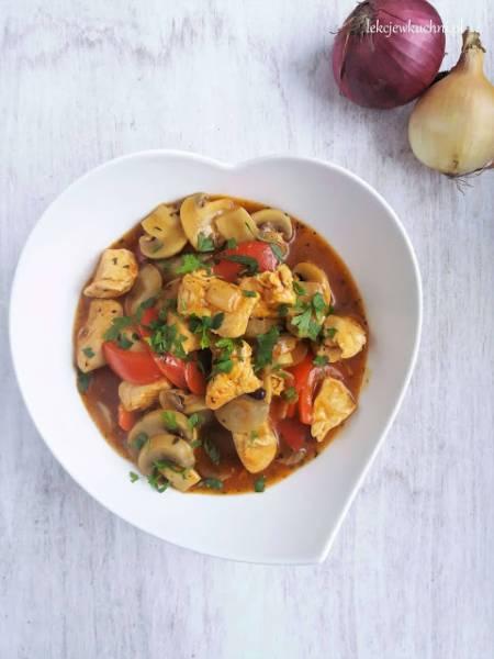 Gulasz z kurczaka z papryką i pieczarkami / Chicken Stew with Peppers and Mushrooms