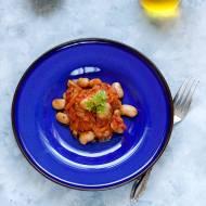 Fasola w sosie pomidorowym po grecku