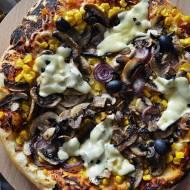 Domowa pizza na Halloween.