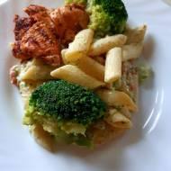 Makaron kremowo - brokułowy z marynowanym kurczakiem. Rozkosznie dobry i prosty obiad