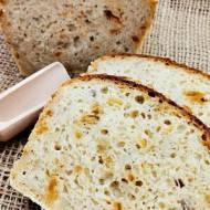 Musztardowy chleb ze słonecznikiem i prażoną cebulką