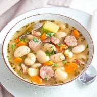 Tradycyjny przepis na zupę fasolową. Pożywna i pyszna