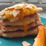 Placki serowe z musem brzoskwiniowym / Cheese pancakes with peach mousse