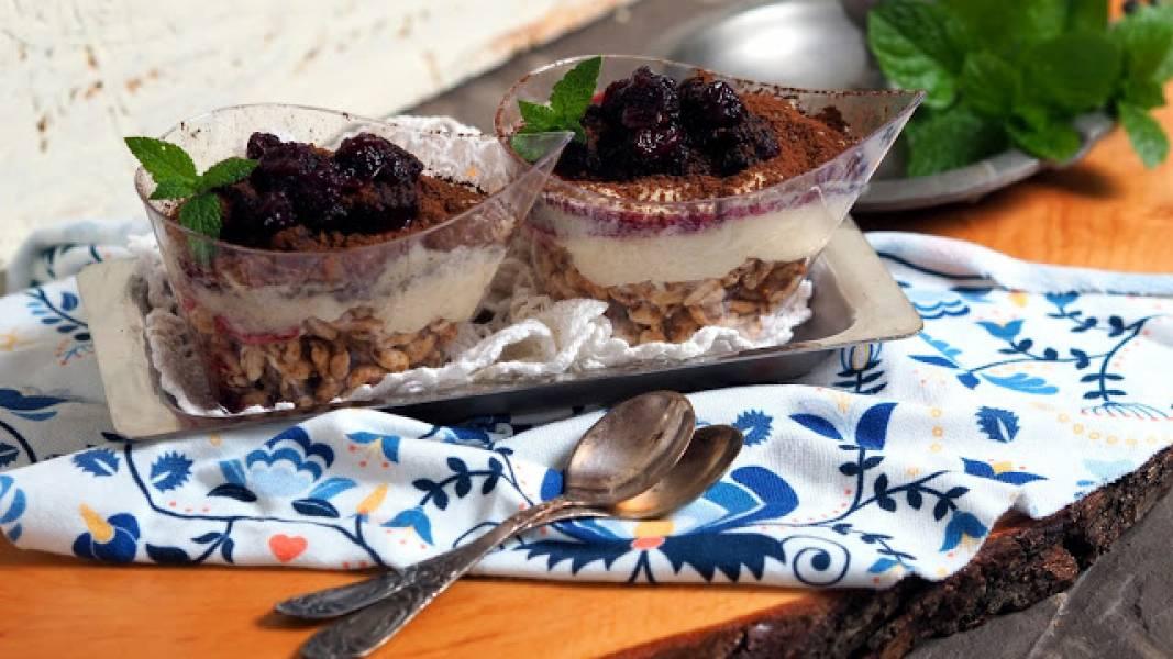 Deser z kaszy manny z karmelizowanymi ziarnami